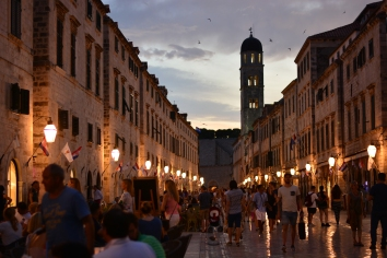 a blurred photo of Dubrovnik at night.